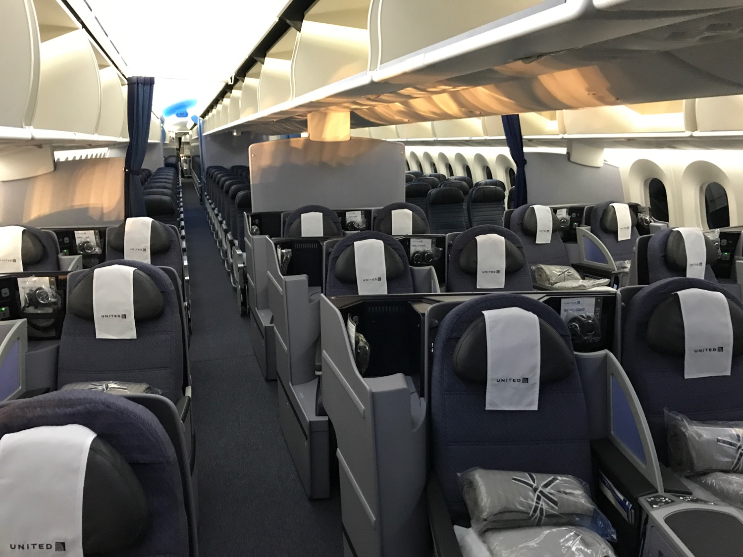 united airlines business class melbourne to los angeles review